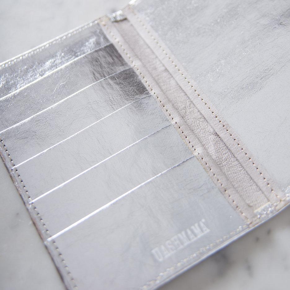 Metallic silver travel / card wallet Uashmama