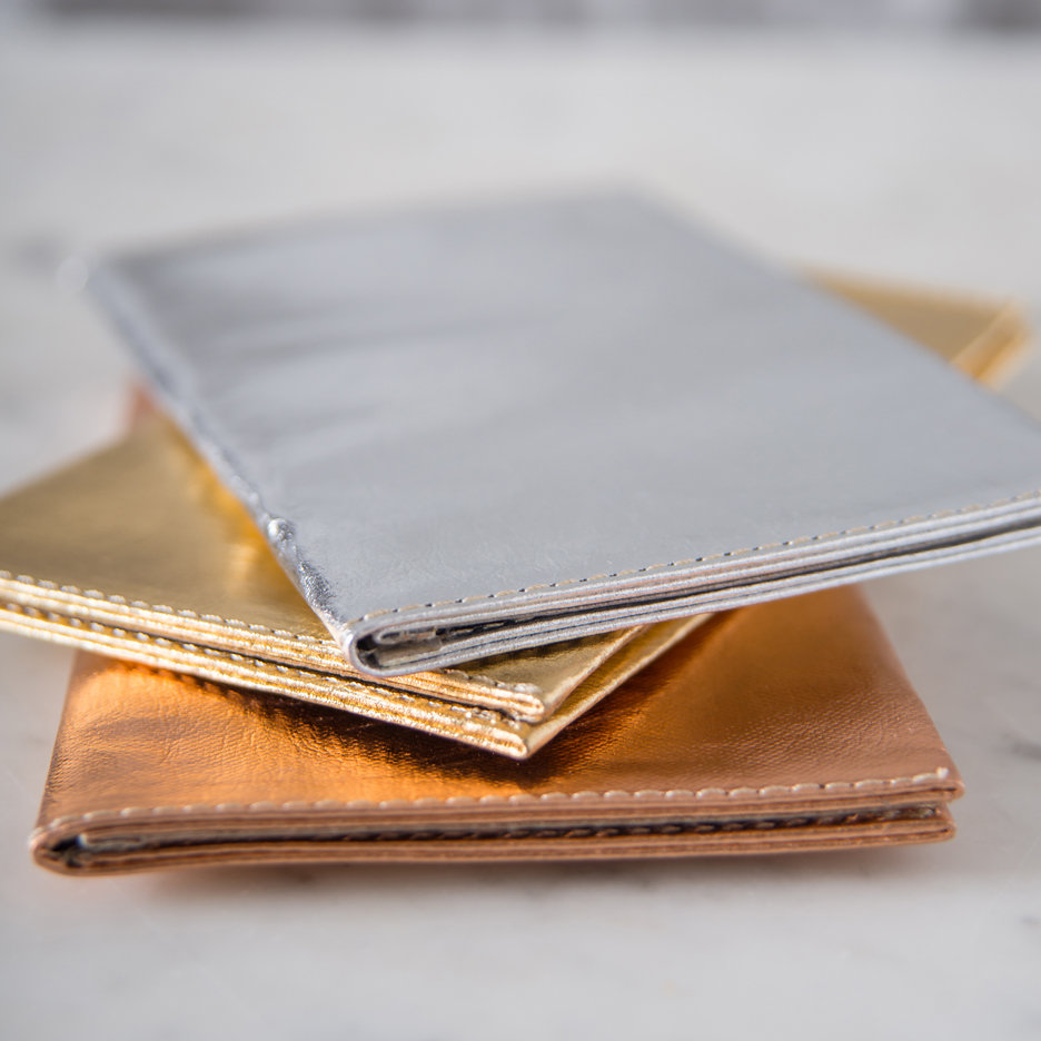Metallic travel / card wallet Uashmama
