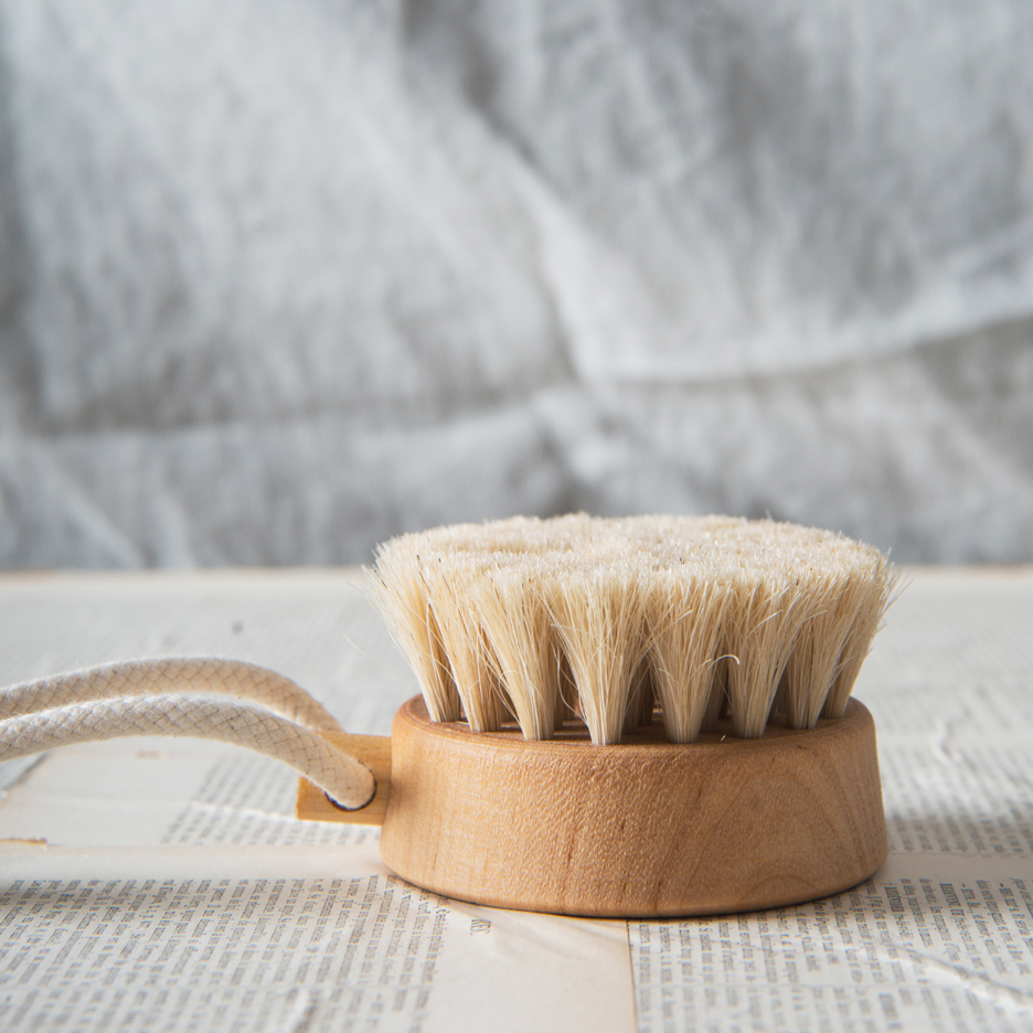 Iris Hantverk round body brush on rope