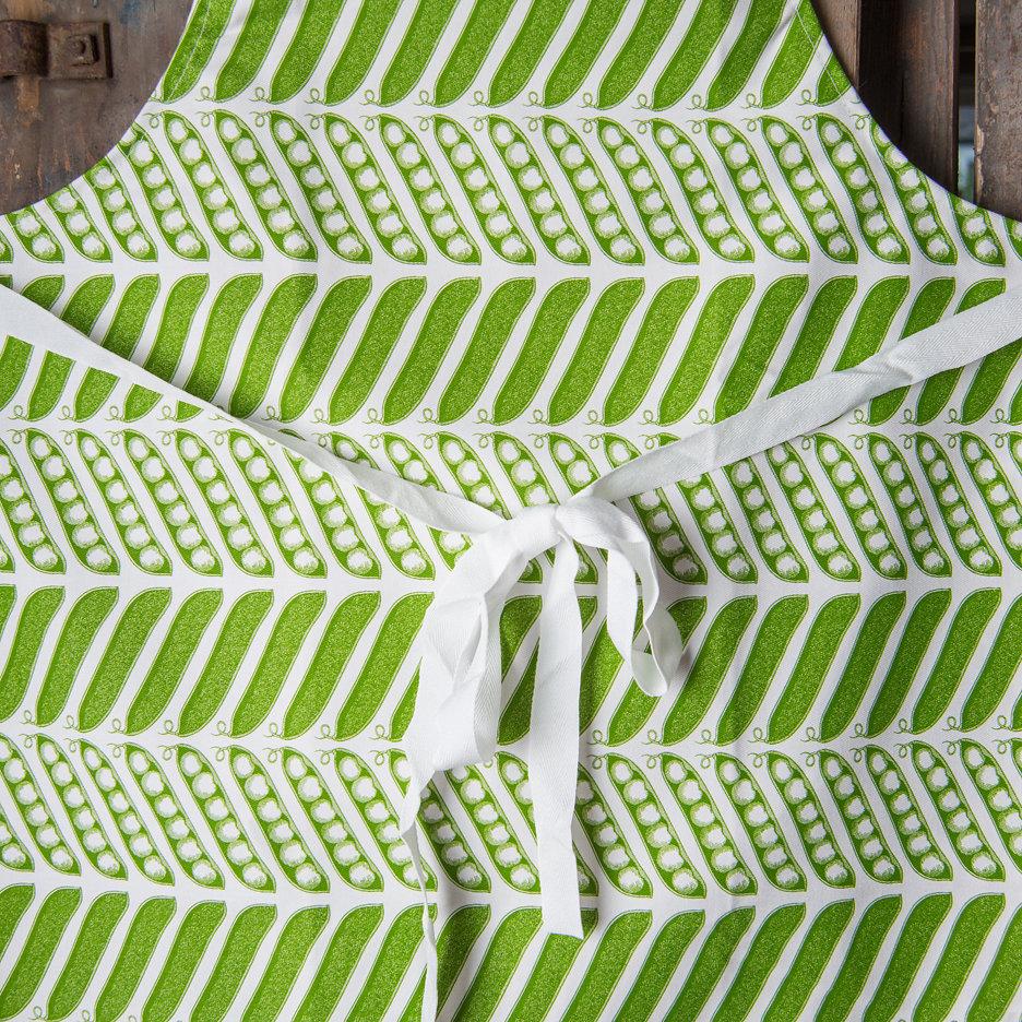 Thornback and Peel pea pod and peas apron
